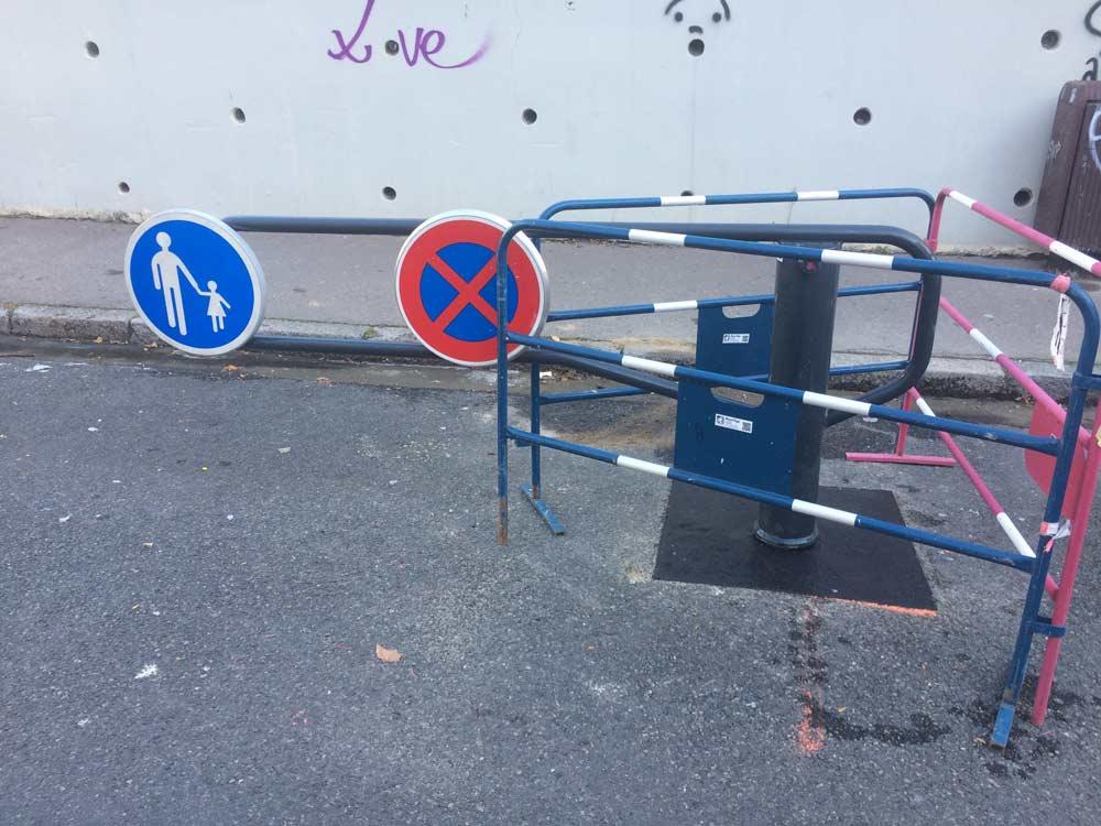 La barrière est de la rue de l'harmonie