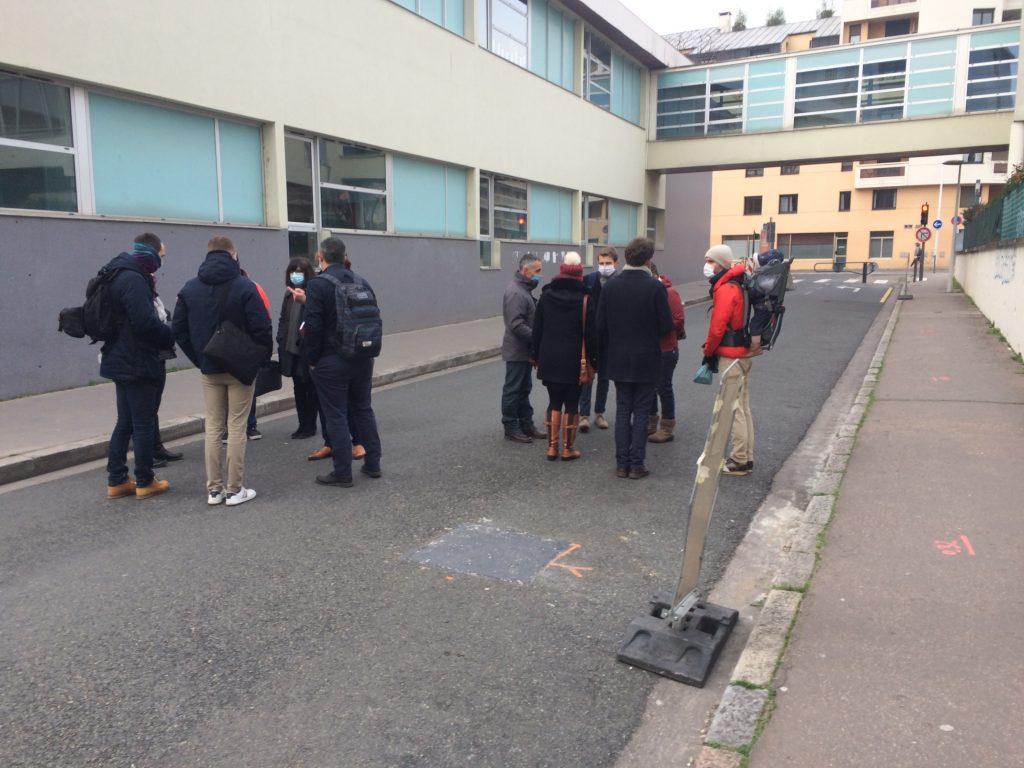Elus et techniciens discutent de l'aménagement de la rue de l'Harmonie
